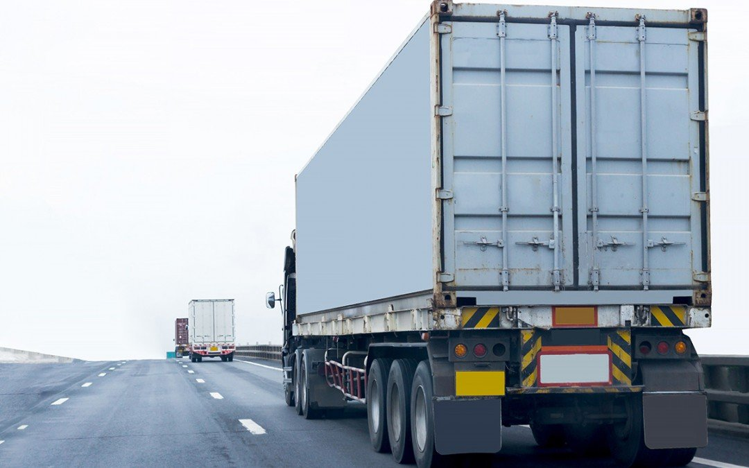 Transporte por carretera eficaz y eficiente: 3 tips para que mejores tu logística de transporte